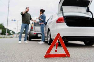 Autounfall mit Pannendreieck