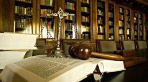 Gesetzbücher Richterhammer Bibliothek