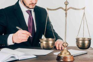 Anwalt beim Geschäftsordnung schreiben