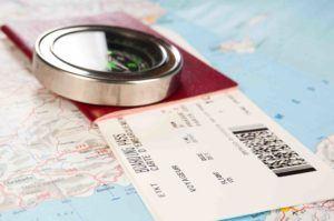 Reisepass liegt auf Landkarte