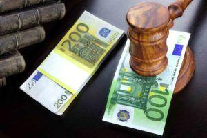 Geld und Anwaltshammer