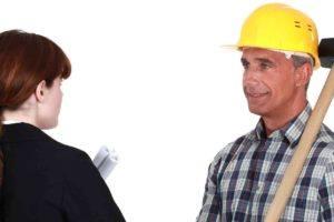 Handwerker mit Anwältin wegen Handwerkervertrag