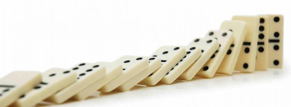 an einander gereihte Dominosteine
