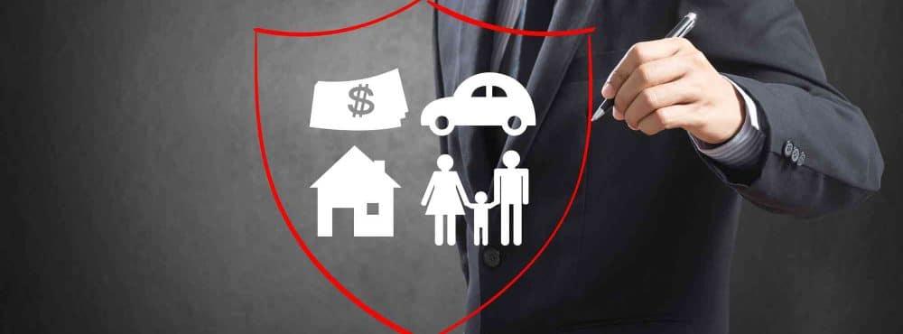 Geschäftsmann, Schild mit Haus, Auto, Familie,