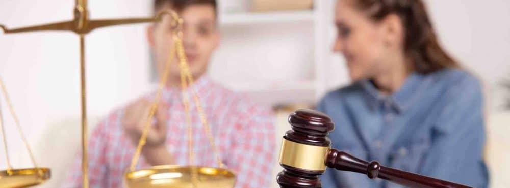 Erben lassen sich beim Anwalt beraten