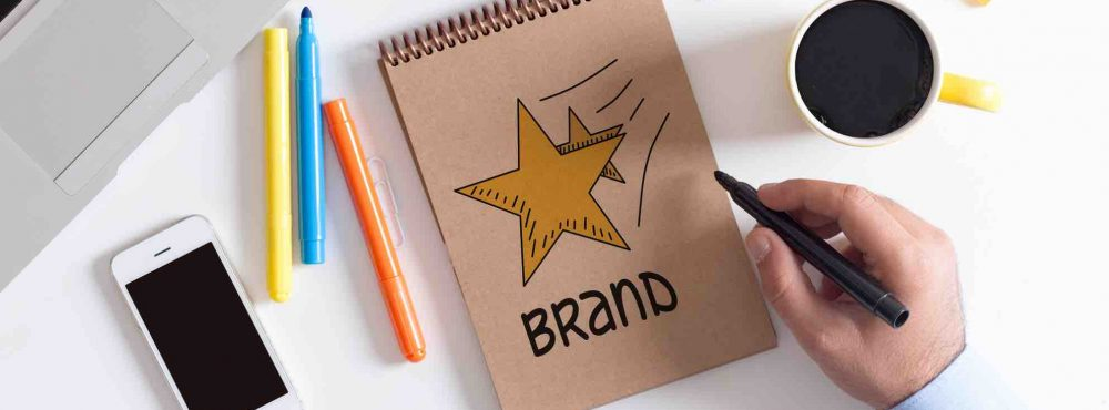 Marke mit gelben Stern wird konzipiert