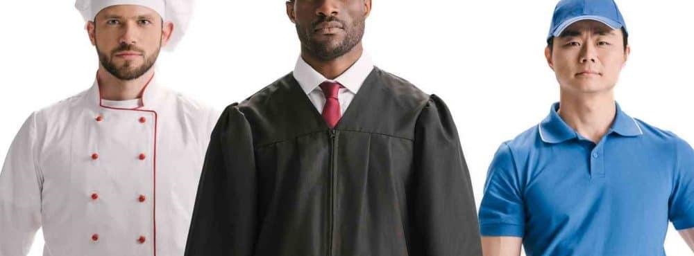 Anwalt mit Dienstleister im Hintergrund
