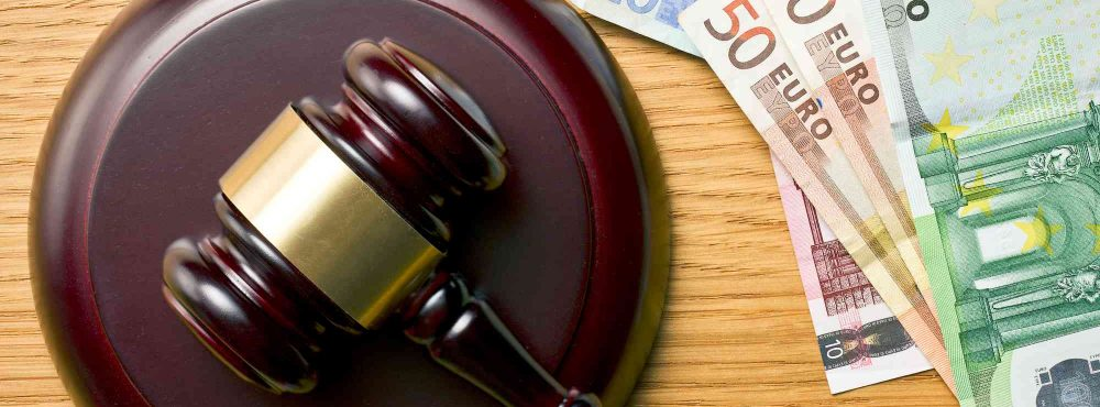 Anwaltshammer und Euro
