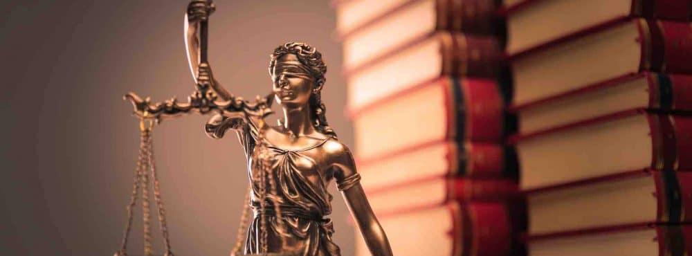 Gerechtigkietsstatue im Schadenersatz